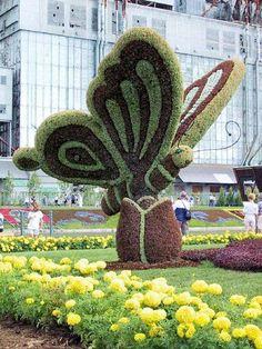 18 ideas para decorar patios y jardines Amazing Gardens, Beautiful Gardens, Beautiful Flowers, Jardin Vertical Artificial, Topiary Garden, Formal Gardens, Plant Art, Dream Garden, Yard Art