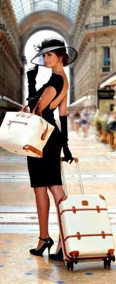 Luxury lifestyle - traveling in style vintage fashion в 2019 Vintage Mode, Style Vintage, Vintage Fashion, Estilo Glamour, Mode Glamour, Mode Style, Style Me, Foto Fashion, Luxury Lifestyle Women