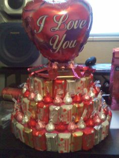 With the Holidays coming up I wanted to share this great idea- for any type of holiday, celebration or get together- Candy Cakes! I made this one for my son's birthday using some of his favor… My Funny Valentine, Valentines Day Treats, Valentine Day Crafts, Craft Gifts, Diy Gifts, Candy Arrangements, Valentine Baskets, Candy Cakes, Candy Bouquet
