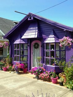 Day 80 love the color Purple Home, Ultraviolet Color, Beautiful Homes, Beautiful Places, Cute House, All Things Purple, Purple Stuff, Color Of The Year, Victorian Homes