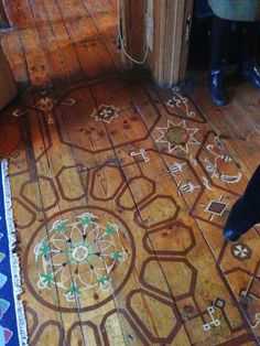 Painted floor- my apartment's old, worn down wood floors need this update! Interior And Exterior, Interior Design, Painted Floors, Painted Wood, Painted Floorboards, Hand Painted, Deco Boheme, Bohemian Decor, Bohemian Living