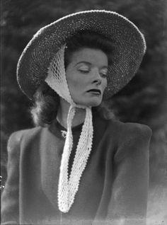 "thedivinemisshepburn: ""Katharine Hepburn by Martin Munkacsi, 1939 "" Old Hollywood Glam, Hollywood Stars, Hollywood Actresses, Classic Hollywood, Hollywood Divas, Katharine Hepburn, Audrey Hepburn, Classic Actresses, Classic Movies"