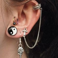 I dont like the gage or the inward peircing, but i do like the chain between the third peircing and the cartilige one