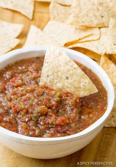 The best salsa recipes don't come in a jar. Try these yummy salsa recipes! Mexican Salsa Recipes, Mexican Dishes, Dip Recipes, Appetizer Recipes, Cooking Recipes, Appetizers, Lunch Recipes, Salsa Canning Recipes, Tostada Recipes