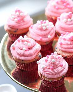 Oscar Party Strawberry Funfetti Cupcake Recipe - Shari's Berries