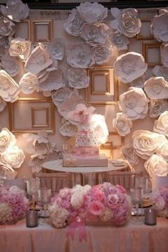 Love backdrops behind cakes!