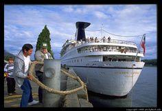 Um navio de cruzeiro ancorado em Ketchikan, no Alaska, USA.