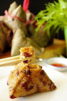 My Kitchen: Homemade Bak Chang (Pork Dumpling) - Recipes - Asian Asian Desserts, Asian Recipes, Chinese Recipes, Asian Snacks, Indonesian Recipes, Indonesian Food, Appetizer Dishes, Appetizer Recipes, Snack Recipes