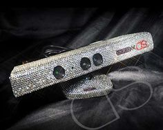 Swarovski Xbox 360 Kinect - Fashionable divas who like gaming too will absolutely fall in love with this Swarovski Xbox 360 Kinect console. A Swarovski-adorned version of th. Xbox 360, Playstation, Arcade, Custom Consoles, Video Games Girls, Xbox Console, Xbox Games, Video Game Console, Accessories
