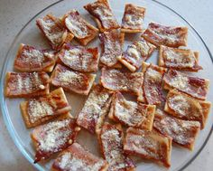 This Super Bowl bacon appetizer is a guaranteed winner - Crispy Bacon Parmesan Cracker recipe from Bensa - the #bacon lovers' society