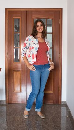 Mistura de estampas - poá com flores e calça flare dobrada / mixed prints - dots with flowers and flare pants with bent bar
