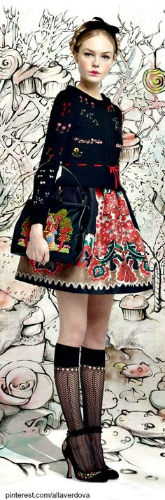 ethno goth prep or maybe just Alice - Fall 2013 Ready-to-Wear Red Valentino. Ethnic Fashion, Colorful Fashion, High Fashion, Mode Russe, Ethno Style, Foto Fashion, Russian Fashion, Russian Style, Mode Chic