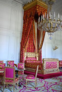 Queen of Belgium's Bedroom, Grand Trianon, Versailles. The Queen of Belgium was related to Marie-Antoinette. Trianon Palace Versailles, Chateau Versailles, Elegant Home Decor, Elegant Homes, Marie Antoinette, Beautiful Bedrooms, Beautiful Interiors, Royal Bedroom, Grand Homes