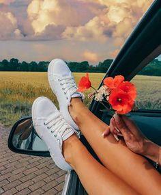 Foto Tumblr sozinha no carro com flores Tumblr Photography, Photography Poses, Car Poses, Foto Pose, Photos Of Women, Tumblr Girls, Instagram Fashion, Photoshop, Pictures