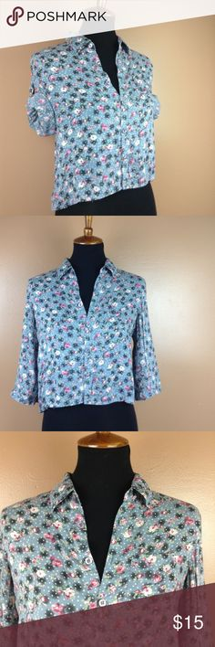 American Rag Floral Button Down Medium Adorable floral button down by American Rag. Mannequin is a size 6/8.  🌵 Add to a bundle for an automatic discount or MAKE AN OFFER.  💕 If you bundle tour likes together I can send you a private discounted offer, just let me know! American Rag Tops Button Down Shirts