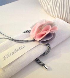 Segnaposto matrimonio con fiore fatto a mano
