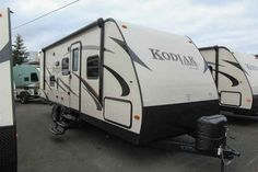2016 New Dutchmen KODIAK EXPRESS Travel Trailer in Washington WA.Recreational Vehicle, rv, 2016 DUTCHMEN KODIAK EXPRESS, BUNK MODEL!! This new 2016 Dutchmen Kodiak Express 246BHSL has a great floor plan with one slide out, an LED TV and stereo system in the entertainment center. In addition, there is a booth dinette that makes into additional sleeping quarters. The L-shaped kitchen comes equipped with a deep pantry, stainless steel stove top with an oven below, microwave, double bowl sink…