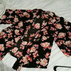 Floral kimona Teenbell floral kimona. Only wore it once!  Size small but ran rather big for my liking! Tops Blouses