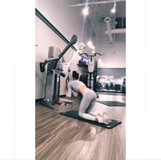 We have compiled here, 6 gym cable ab exercises, that will effectively target your upper abs, lower abs, and obliques. This exercise will set your whole core on fire. Fitness Workouts, Abs Workout Routines, Workout Videos, Fitness Abs, Physical Fitness, Cable Ab Exercises, Abdominal Exercises, Core Exercises, Cable Abs