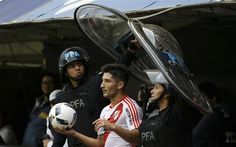 Argentina: Lanús casi  finalista y  dura puja en otra zona - http://a.tunx.co/Hr54A