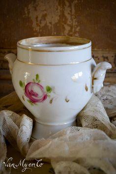 kandijpotje van bruidsservies Antique Pottery, Van, Bride, Tableware, Pies, Wedding Bride, Vintage Pottery, Dinnerware, Bridal