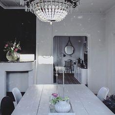 From the diningroom. New blogpost! #lovethesunlight #interior #inspiration #interior4all #inredningssten #interiørmagasinet #onlyinterior #myhome #fouremptywalls #nordiskehjem #vakrehjemoginterior #scandinavianhomes