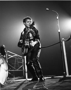 Rock legend Eddie Cochran (1938~1960), who died in a car crash in 1960, just 21 years old.