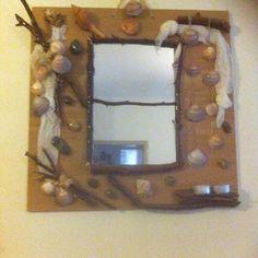 Καθρέφτης σε κόντρα πλακέ θαλάσσης στολισμένος με χρωματιστές πέτρες κοχύλια και ξύλα .Μικρή λεπτομέρεια  η ξύλινη θέση για 2 ρεσω Under Construction, Frame, Blog, Instagram, Home Decor, Picture Frame, Decoration Home, Room Decor, Blogging