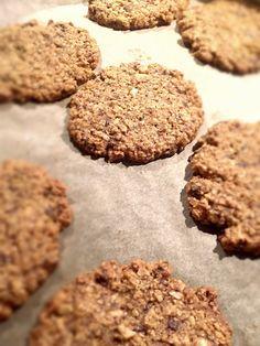 Kuchnia raz! : Ciasteczka z pełnoziarnistych płatków owsianych z gorzką czekoladą i orzechami laskowymi