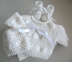 Baby Boy Sweater, Baby Coat, Pull Bebe, Yarn Inspiration, Knitting Videos, Knit Patterns, Baby Knitting, Baby Shoes, Couture