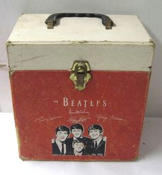 VINTAGE THE BEATLES 45 RPM RECORD CARRYING CASE. Pretty sure I want this! www.listening-to-music.net #listeningtomusic