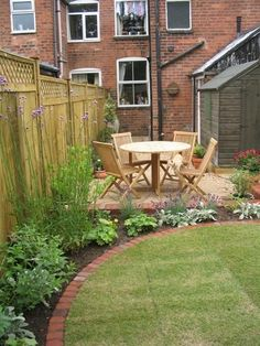 Circular Traditions - A small, low-maintenance Victorian terrace garden with a circular seating area. | Jardin Design
