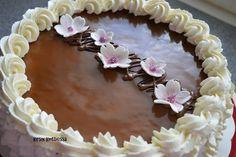 Kirsin keittiössä: Kinuskikakku - kirsikankukilla Desserts, Cake, Tailgate Desserts, Deserts, Postres, Dessert, Plated Desserts