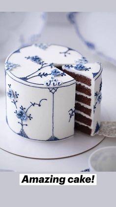 Pretty Cakes, Beautiful Cakes, Amazing Cakes, Cake Decorating Techniques, Cake Decorating Tips, Cupcakes, Cupcake Cakes, Ice Cream Drinks, Realistic Cakes