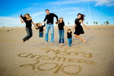 We should do this when in Florida this year. Merry Christmas family pictures.