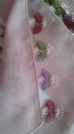 This Pin was discovered by İnc Needle Tatting, Needle Lace, Hand Embroidery Stitches, Crewel Embroidery, Hobbies And Crafts, Diy And Crafts, Lace Art, Crochet Curtains, Lace Making