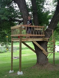 Tree Houses You Can Actually Build: A Weekend Project Book (Weekend Project Book Series) Backyard Playground, Backyard For Kids, Backyard Projects, Diy Projects, Beautiful Tree Houses, Cool Tree Houses, Tree Deck, Tree Tree, Simple Tree House