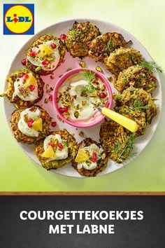 Courgettekoekjes met labne en venkelsalade #recept Lidl, Tapas, Vegan Vegetarian, Paleo, Great Recipes, Healthy Recipes, Love Food, Clean Eating, Brunch