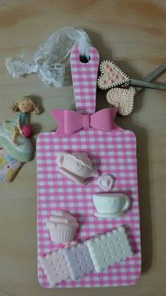 #sunumtahtasi #mutfakpanosu #kokulutaş #sweetkitchen #kitchen #decoration… Clay Projects, Projects To Try, Clipboard Crafts, Diy And Crafts, Crafts For Kids, Kids Diy, Diy Gift Baskets, Air Dry Clay, Box Frames