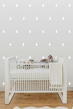 onjunto de adesivos em formato de gotas de chuva, em várias cores. O quarto do seu bebê ficará moderno, sem muito esforço. Pacote com 100 lindas gotinhas.