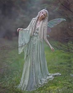 A Faerie's Heart Beats Fierce And Free Fantasy Dress, Fantasy Art, Fantasy Makeup, Images Esthétiques, Sublime Creature, Fairy Pictures, Fantasy Photography, Fairy Dress, Fantasy Costumes