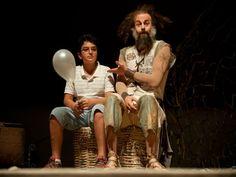 """O Teatro Cacilda Becker recebe o espetáculo infantil """"O Senhor das Chaves"""", com o ator Alexandre Roit."""