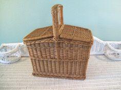 Picnic Basket: Vintage Wicker Picnic Basket
