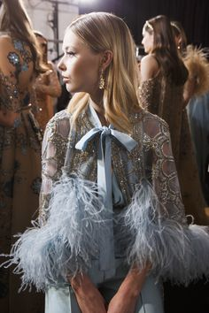 Elie Saab Spring 2017 Haute Couture, Paris - a representation the golden age of Egyptian cinema and the bygone glamour associated with this time . Fashion 2017, Runway Fashion, High Fashion, Fashion Beauty, Fashion Show, Fashion Outfits, Fashion Trends, Net Fashion, Young Fashion
