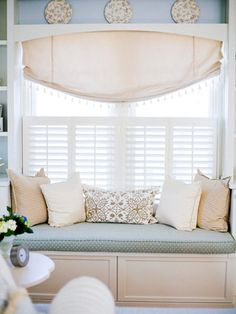 I always wanted a window seat. This would be beautiful in the master bedroom. Oh look, I'm about to sit down with a my Better Homes and Gardens magazine and a cup of tea! ;)