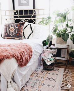 Briliant Bohemian Bedroom Design Ideas Idea … - Home Decor Ideas! Bohemian Bedroom Design, Boho Bedroom Decor, Bohemian Style Bedrooms, Cozy Bedroom, Bedroom Ideas, Bohemian Decor, Outdoor Bedroom, Boho Chic, Bedroom Inspo