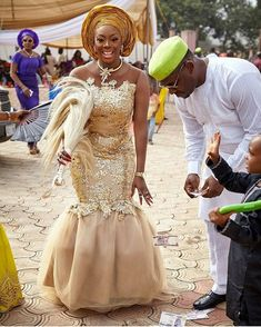 4 Factors to Consider when Shopping for African Fashion – Designer Fashion Tips Nigerian Wedding Dress, African Wedding Attire, African Attire, African Wear, Wedding Dresses, African Fashion Traditional, African Traditional Wedding, African Inspired Fashion, African Dresses For Kids
