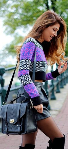 I love how the whole outfit is dark but then the top has the flashy purple. It's so beautiful and kind of edgy. This outfit is so amazing. Looks Style, Looks Cool, Style Me, Look Fashion, Womens Fashion, Fashion Trends, Fall Fashion, Latest Fashion, Fashion News