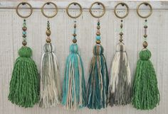 Temporada alta: Vero Palazzo - Home Deco - chrySSa HomeDecor Diy Tassel, Tassel Garland, Tassel Jewelry, Fabric Jewelry, Tassels, Tassel Necklace, Tassel Curtains, Sewing Crafts, Diy Crafts