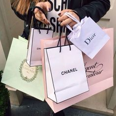 Imagem de chanel, dior, and shopping